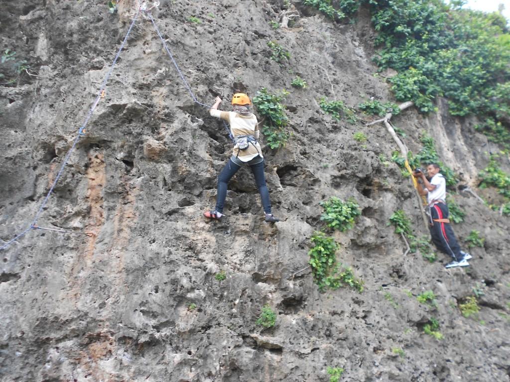 memanjat tebing siung yogyakarta