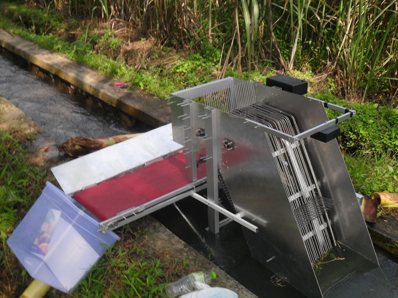 Mesin Pemungut sampah