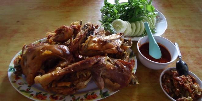 Lezatnya Ayam Kampung ala Mbah Cemplung