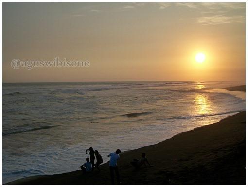 sunset-di-pantai-depok-jogjakarta