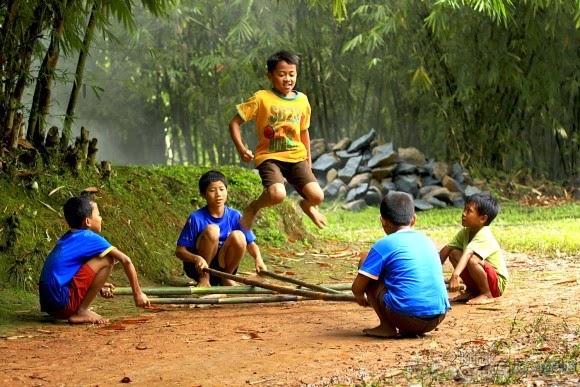 Anak-anak Sangat Sederhana Memaknai Kebahagiaan