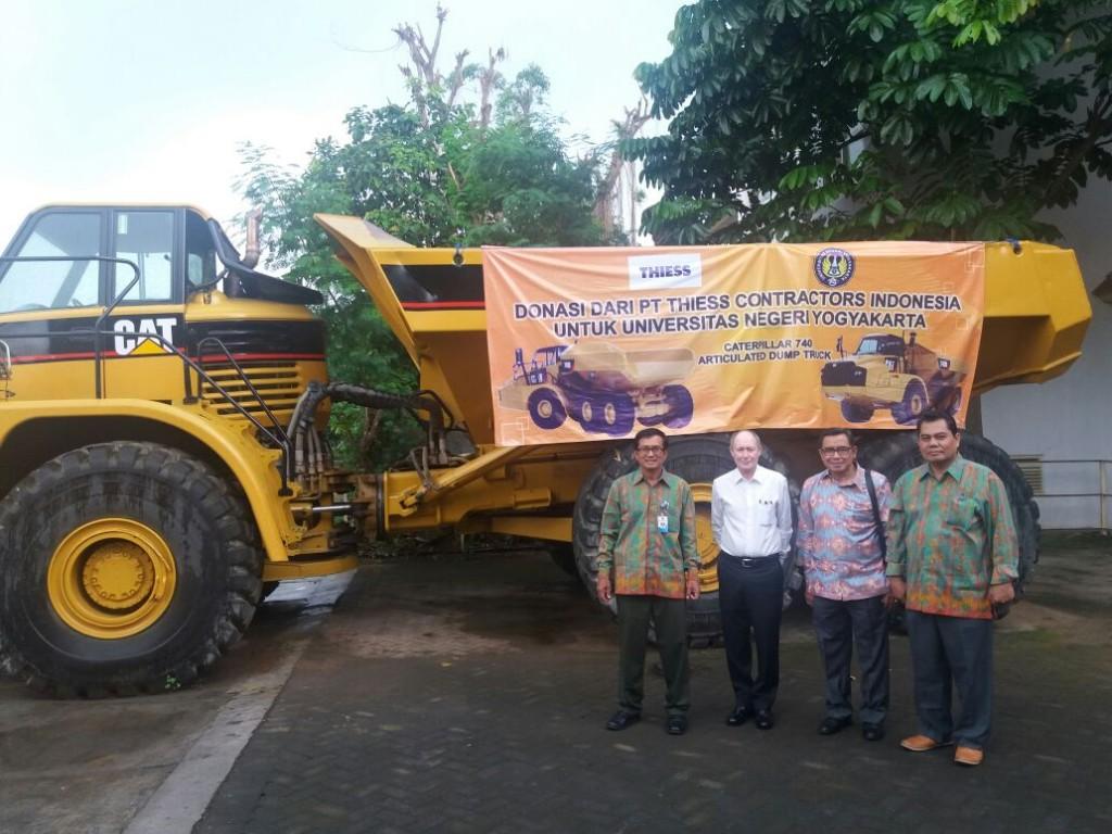 ft-uny-terima-caterpillar-articulated-dump-truck