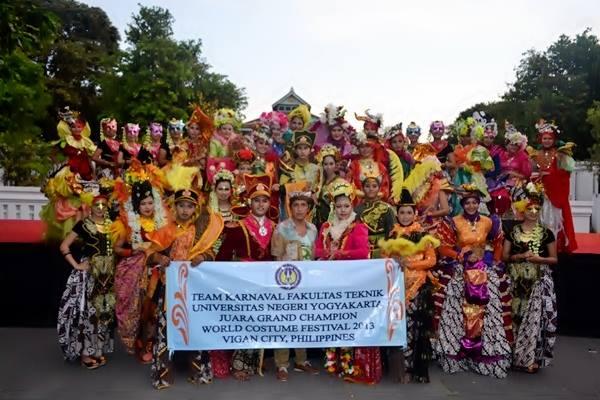 uny-ikuti-lomba-kostum-festival-dunia